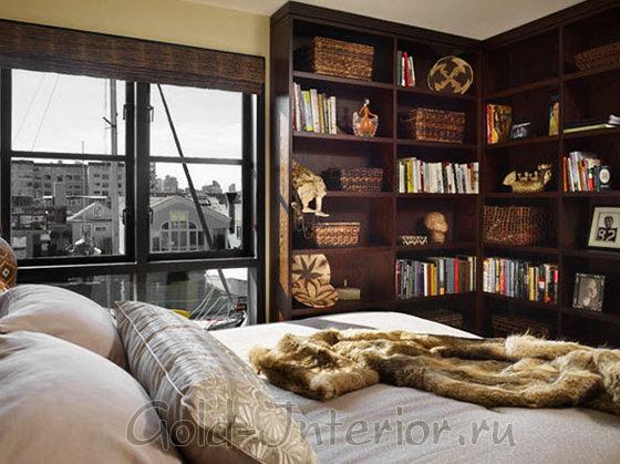 Этажерка в спальне