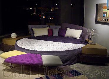 Фиолетовая кровать + горчичные тумбочки