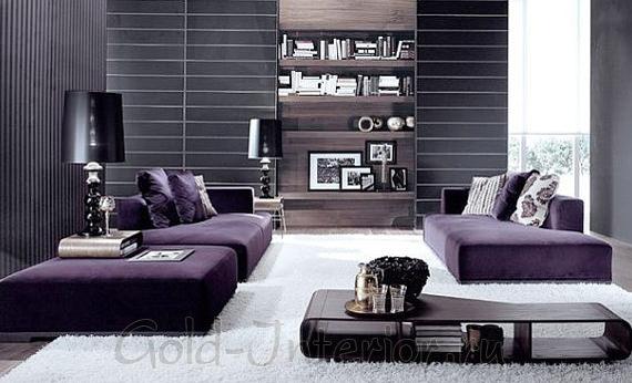 Фиолетовый диван в тёмном современном интерьере