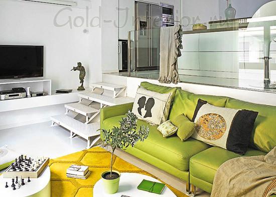 Фисташковый диван + жёлтый ковёр