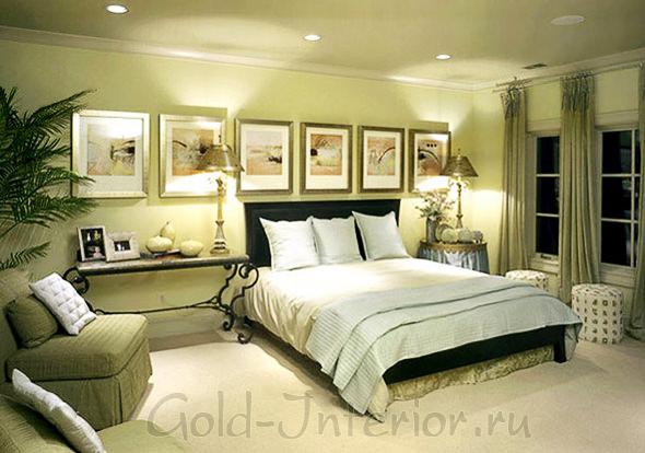 Фисташковый и золотистый оттенки в оформлении спальной комнаты