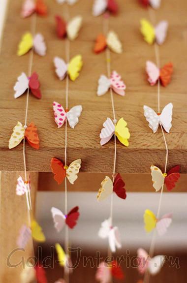 Гирлянда из бабочек и плотный цветной картон