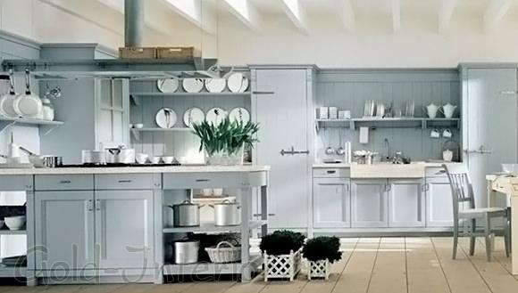 Голубой + сливочный цвет в оформлении кухни