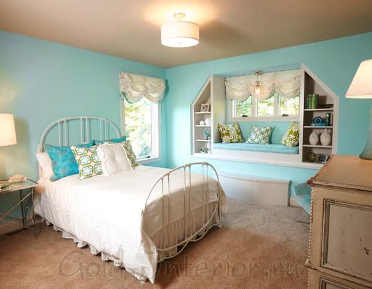Голубой, белый и зелёный цвет в девичьей комнате