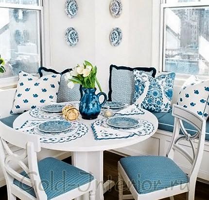 Голубой текстиль для кухонного уголка