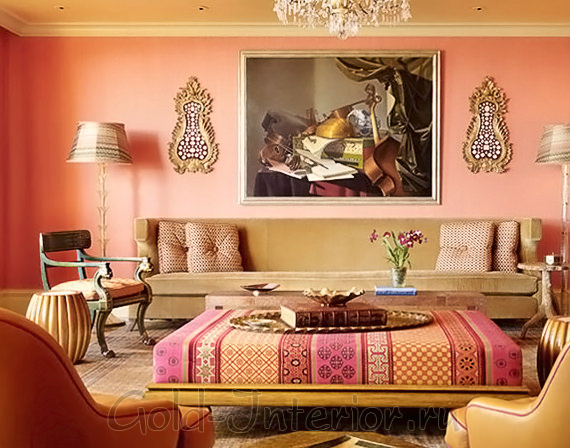 Гостиная в марокканском стиле в розово-оранжевой гамме