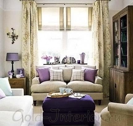 Индиго и сиреневый цвет в гостиной