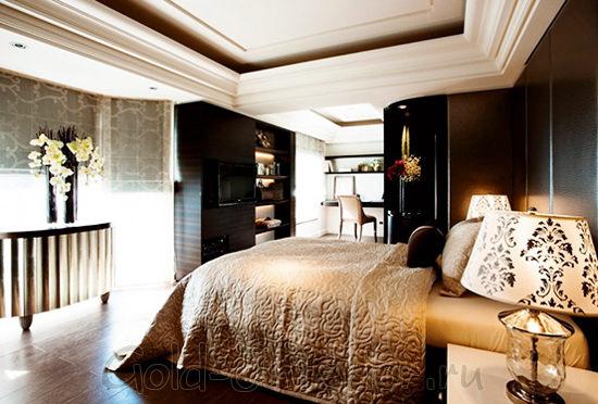 Интересные настольные лампы в интерьере спальни
