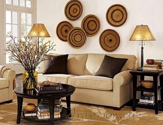 Интерьер гостиной в бежевых и коричневых красках