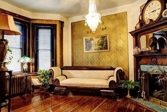 Интерьер гостиной в викторианском стиле с африканскими статуэтками