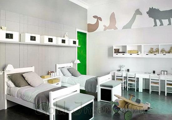Интерьер комнаты для 2 мальчиков в белом цвете
