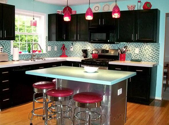 Интерьер кухни с барной стойкой в стиле 50-70 х годов