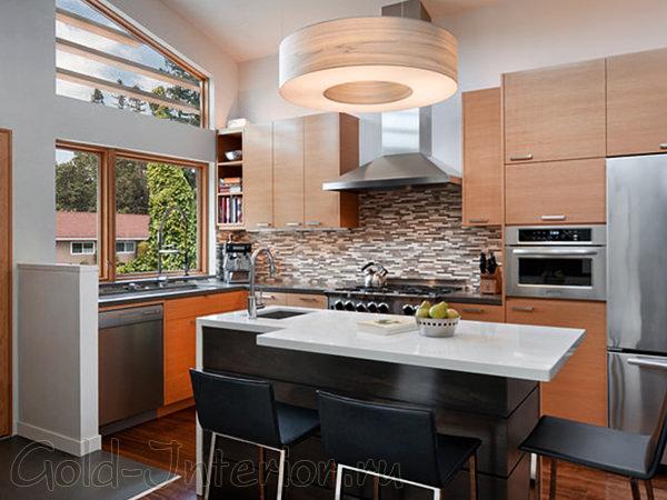 Интерьер маленькой кухни в доме