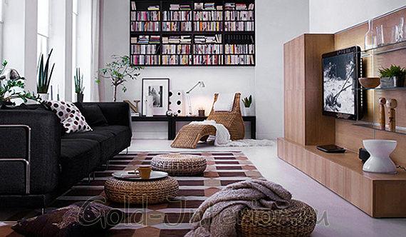 Интерьер с чёрным диваном