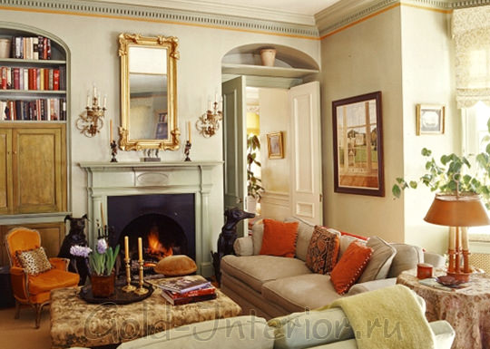 Интерьер с диваном цвета хаки
