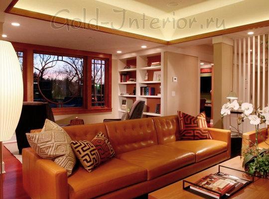 Интерьер с терракотовым диваном