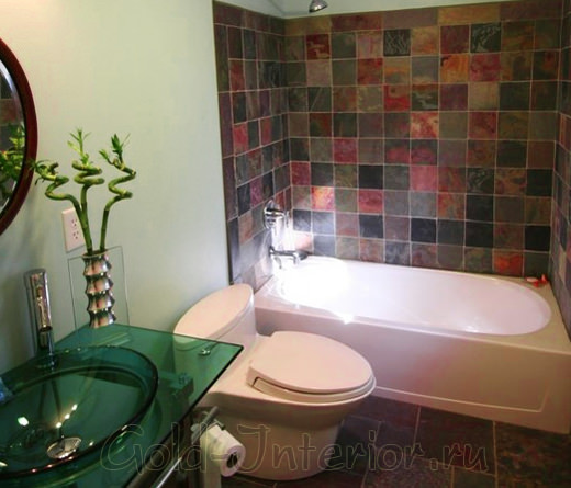 Интерьер объединённой ванной с туалетом выполнен в китайском стиле
