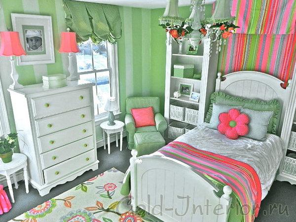 Оформление интерьера детской комнаты для девочки в зелёно-розовой гамме