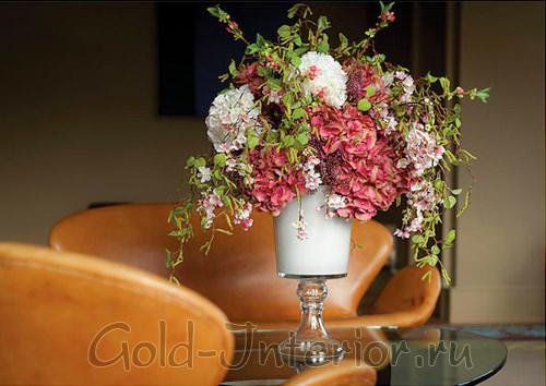 Искусственные цветы для интерьера спальни