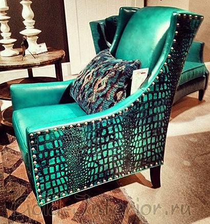 Изумрудное кресло из крокодиловой кожи