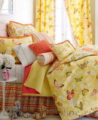Жёлтый принт из бабочек на белье постельном