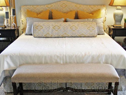 Жёлтый текстиль и аксессуары в спальной комнате