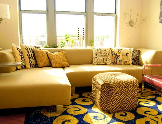 Жёлто-синий ковёр + жёлтый диван