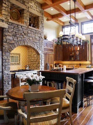 Кантри и классика в интерьере кухни-гостиной