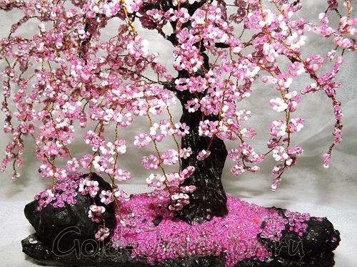 Искусственное карликовое дерево - сакура, украшенное бусинами