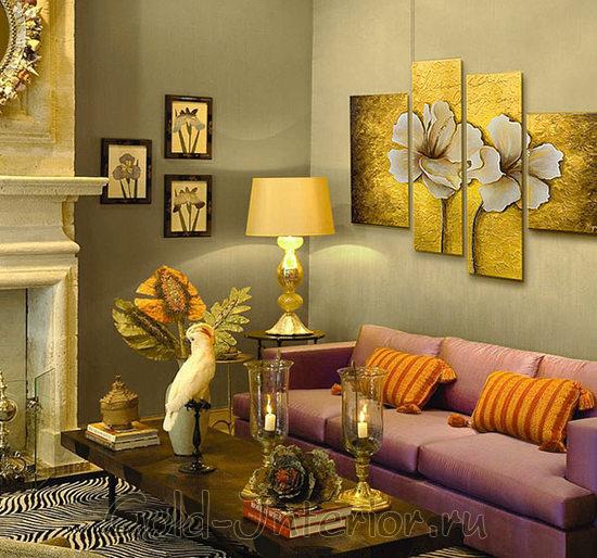 Картина с изображением больших цветов состоит из четырёх частей