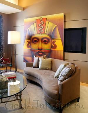 Картина с египетскими мотивами и телевизор