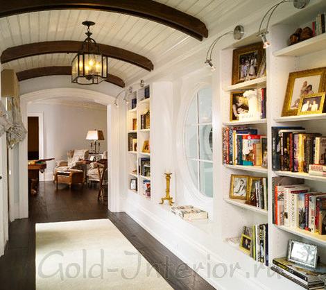 Книжный шкаф в холле