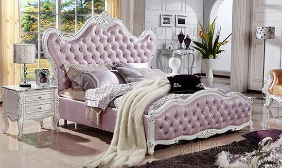 Кожаная светло-розовая кровать в стиле рококо