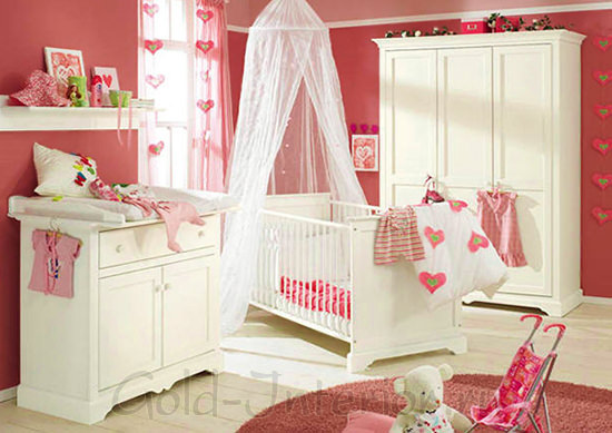 Комната для девочки до трёх лет в красно-белой гамме