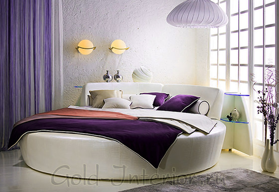 Комната с круглой угловой кроватью
