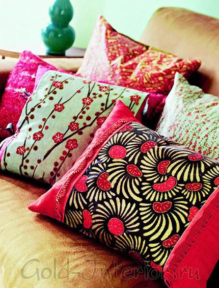 Контрастные нашивки на готовые подушки