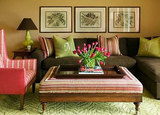Коричневый диван + салатовый, розовый и полосочка