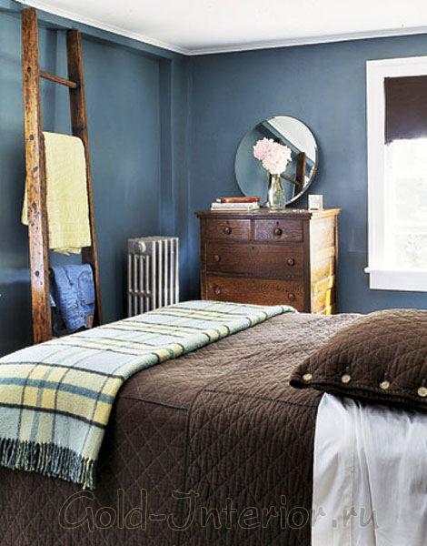 Коричневый и синий цвета в спальне