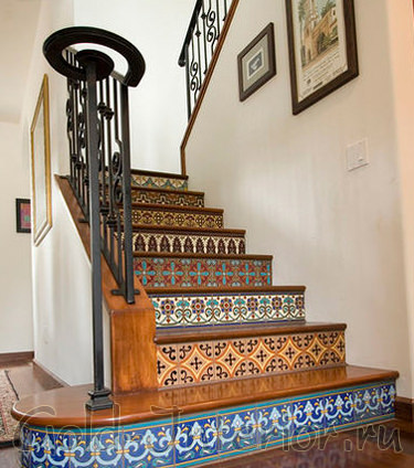 Кованая лестница с марокканскими орнаментами