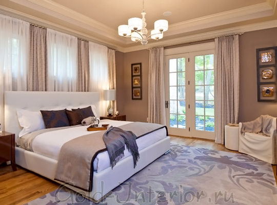Ковёр с цветочным орнаментом в спальне