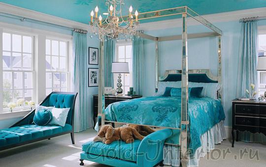 На картинке - изумительный и красивый интерьер спальни в голубом цвете