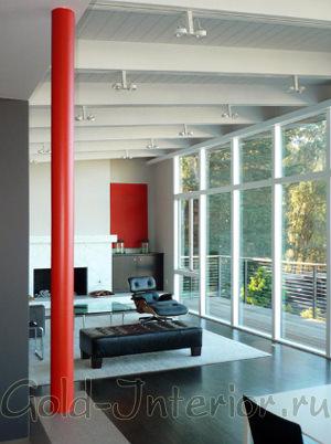 Декоративная колонна красного цвета