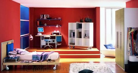 Красные стены в оформлении комнаты для парня