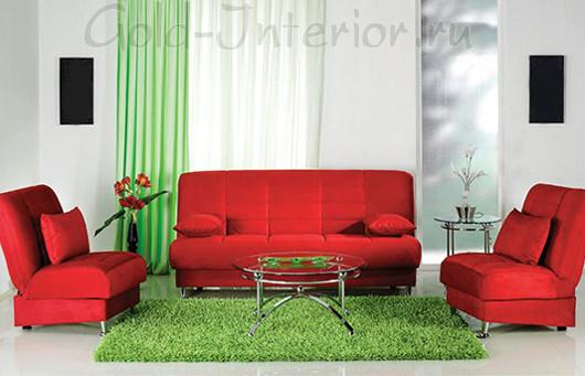 Красный диван и кресла + зелёные шторы и коврик