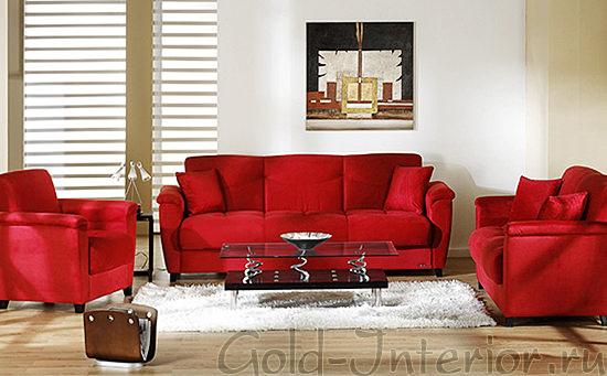 Красный диван, кресла и подушки