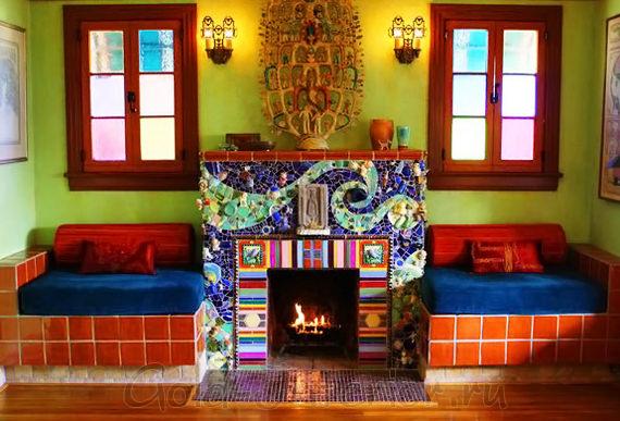 Красочная мозаика в отделке камина