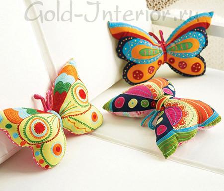 Красочные подушки в форме бабочек