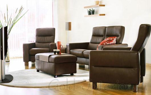 Кресла, диван и столик-пуф цвета венге