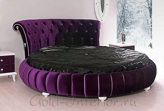 Круглая кровать черничного цвета с высоким изголовьем