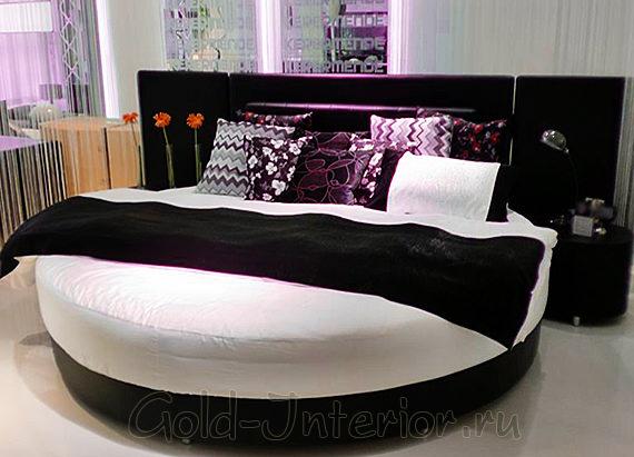 Круглая кровать в квартире-студии